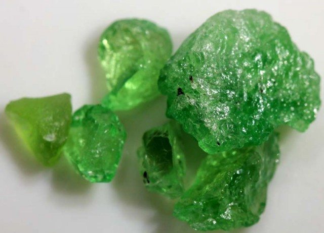 TSAVORITE ROUGH CRYSTAL GREEN (PARCEL) 23.90 CTS RG-1356