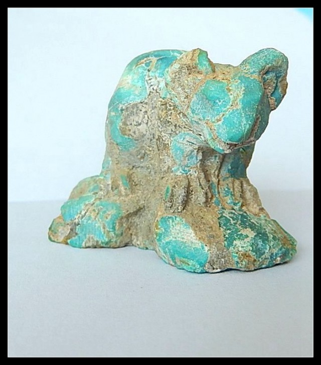 133.5 ct Vintage Turquoise Gemstone Phascolarctos Cinereus ,Hostoric Turquo