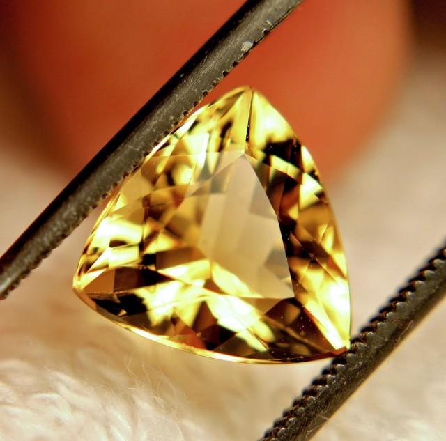 3.10 Carat Vibrant VVS Golden Beryl - Lovely