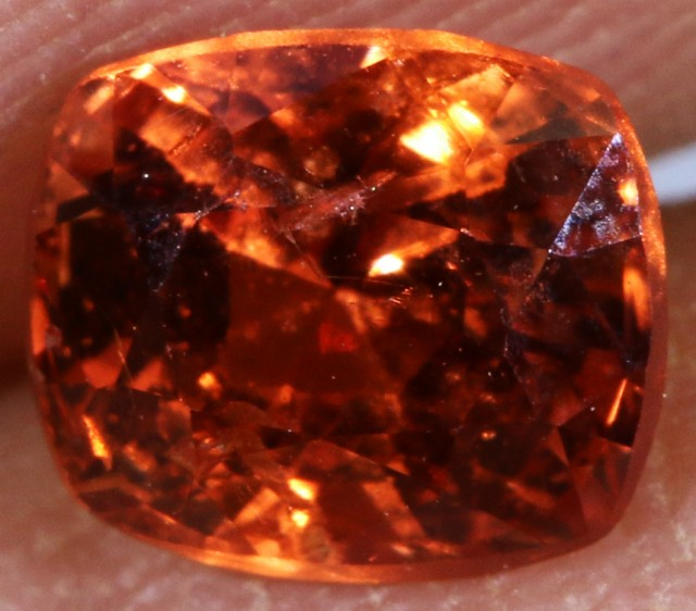 0.90 CTS RED \ORANGE  BURMESE SPINEL [SNP171]