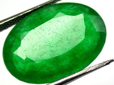 Quartz Emerald Green colour  9.80  carats   QU76