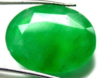 Quartz Emerald Green colour  13.30   carats   QU78