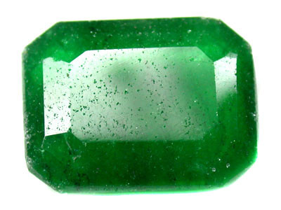 Quartz Emerald Green colour  7.90  carats   QU85