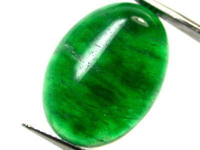Quartz Emerald Green colour  12   carats   QU89