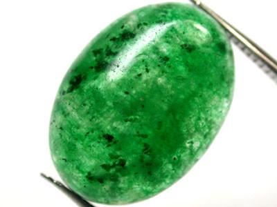 Quartz Emerald Green colour   12.2  carats   QU92