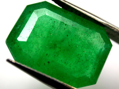 Quartz Emerald Green colour  7.70   carats   QU111