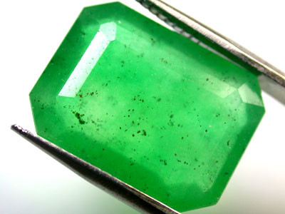 Quartz Emerald Green colour   9.20  carats   QU113