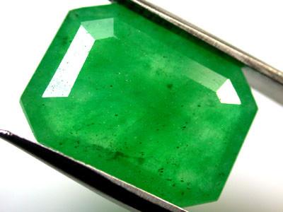 Quartz Emerald Green colour   7.40  carats   QU114
