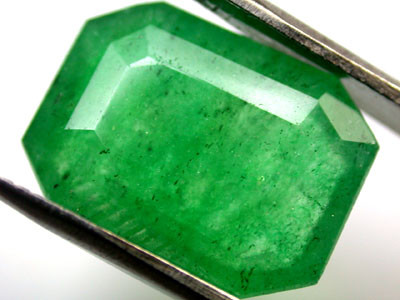 Quartz Emerald Green colour  7.20   carats   QU115
