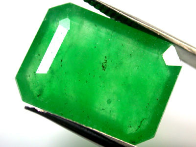 Quartz Emerald Green colour   11.10  carats   QU118