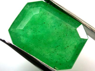 Quartz Emerald Green colour   7.20  carats   QU119