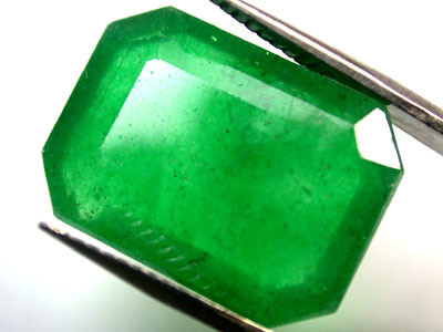 Quartz Emerald Green colour  9.90   carats   QU120