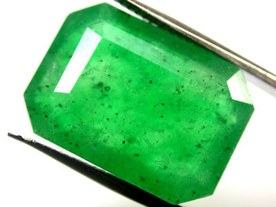 Quartz Emerald Green colour  10.70   carats   QU121