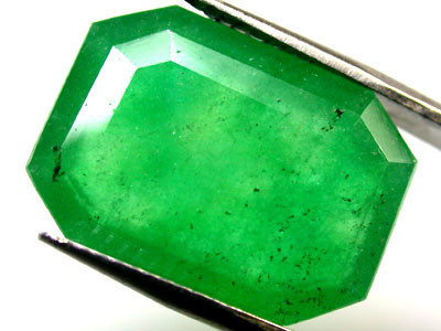 Quartz Emerald Green colour   8.50  carats   QU125