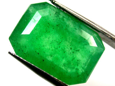 Quartz Emerald Green colour   7.20  carats   QU126