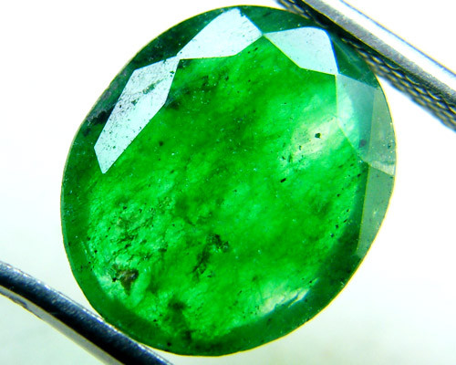 Quartz Emerald Green colour   4.10  carats   QU127