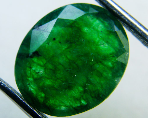 Quartz Emerald Green colour   4.10  carats   QU130