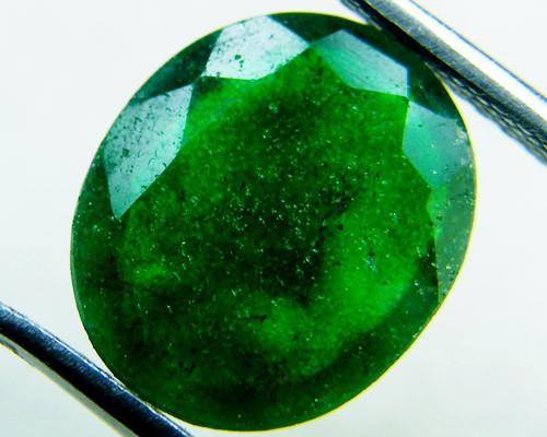 Quartz Emerald Green colour   4.10  carats   QU132