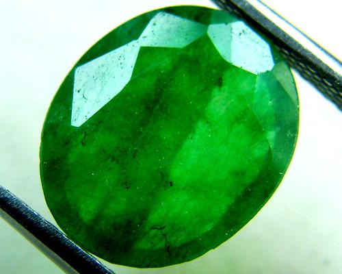 Quartz Emerald Green colour   4.10  carats   QU133