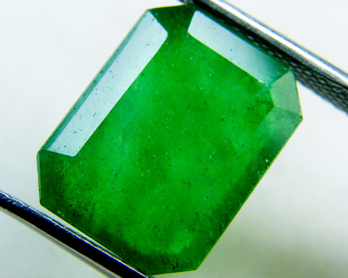 Quartz Emerald Green colour   5.60  carats   QU137