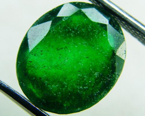 Quartz Emerald Green colour   4  carats   QU141