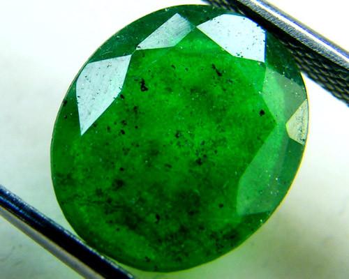 Quartz Emerald Green colour   4.25  carats   QU145