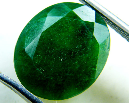 Quartz Emerald Green colour   4.20  carats   QU146