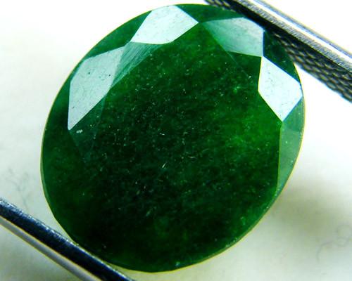 Quartz Emerald Green colour   4.45  carats   QU148