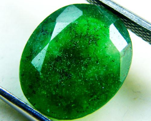 Quartz Emerald Green colour   3.90  carats   QU151