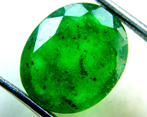 Quartz Emerald Green colour  4.25   carats   QU156