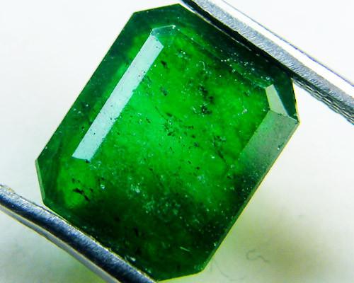 Quartz Emerald Green colour  3.05   carats   QU159