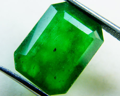 Quartz Emerald Green colour  5.70  carats   QU160