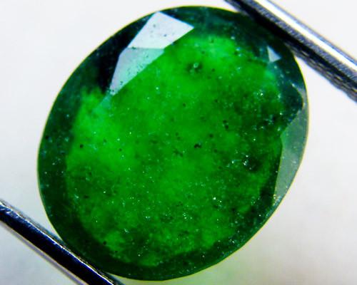 Quartz Emerald Green colour   4.70  carats   QU163