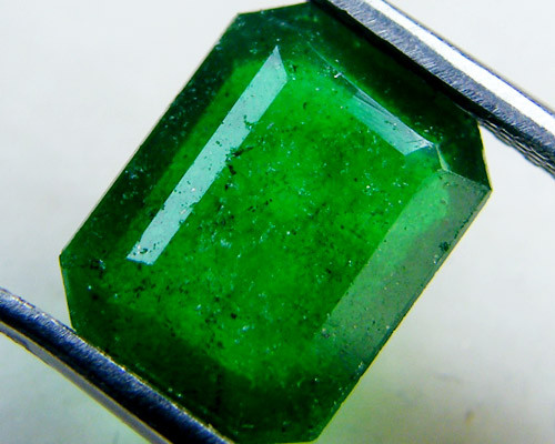 Quartz Emerald Green colour   2.90  carats   QU164