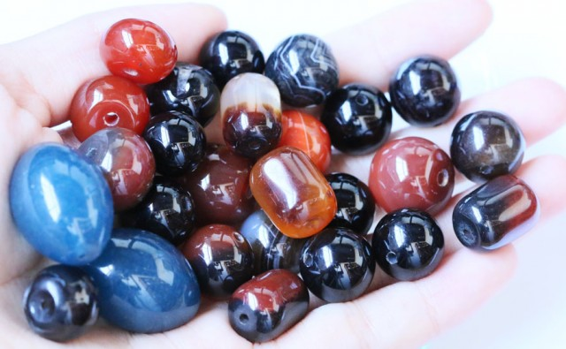 550cts parcel Agate beads  BU 1589