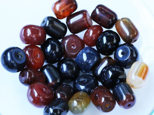 550cts parcel Agate beads  BU 1591