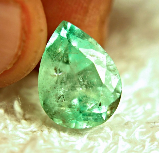 6.82 Carat Columbian Emerald - Gorgeous