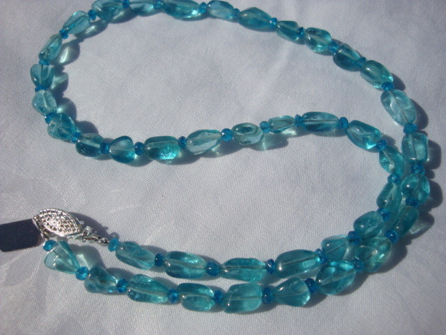 NEW 18 INCHES OF GENUINE SEMI-PRECIOUS APATITE NECKLACE