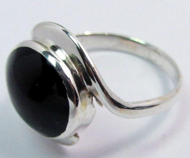 BLACK JADE RING (JADEITE)  RING SIZE 8.5GG1000