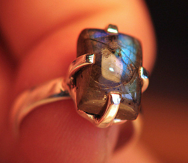 Exceptional Sterling Silver and Labradorite Ring - Size 7