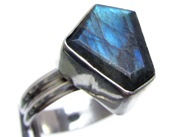 FreeformLabradorite in Silver ring size   11  MJA 526