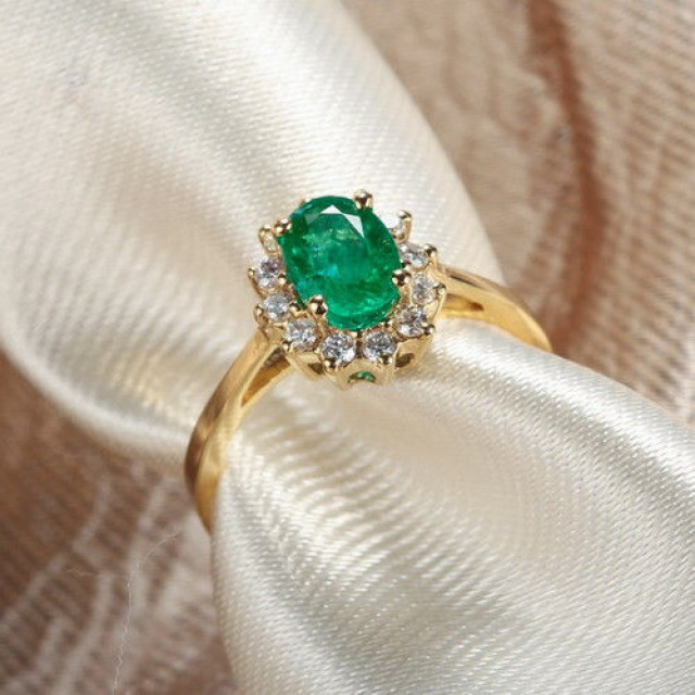 Luxury Bright Solid 18K Yellow Gold Natural Colombia Emerald Diamond Ring