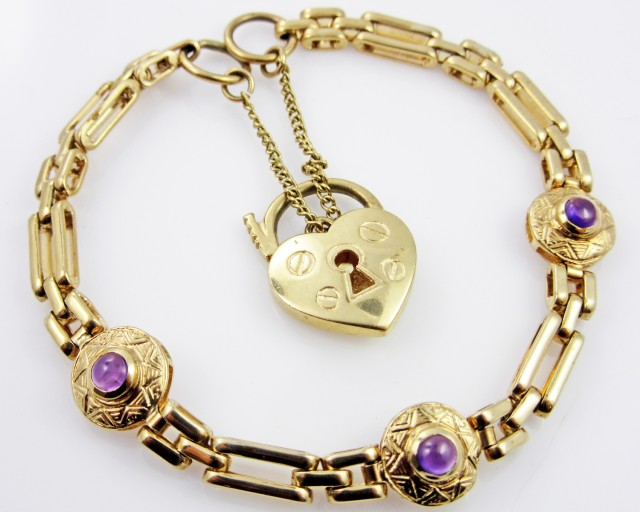 9 K GOLD BRACELET WITH AMETHYST  GEMSTONES   L 426