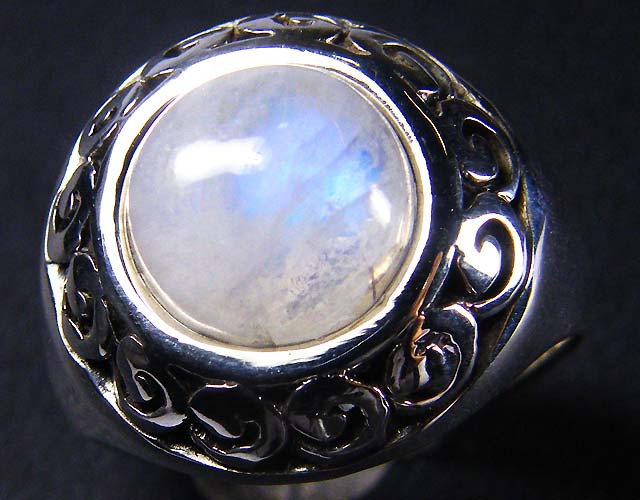 MOONSTONE  STYLISH  SILVER RING  SIZE  8 GRR 150