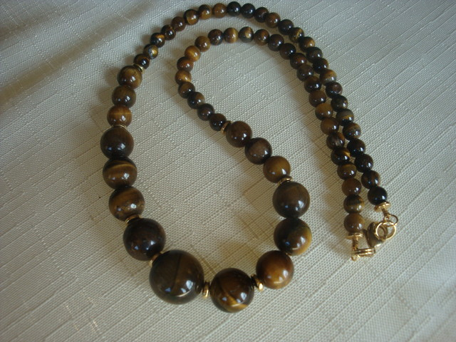 GRADUATED TIGER EYE BEADED NECKLACE