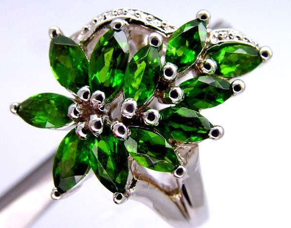 DIOPSIDE  SILVER RING  38.5 CTS  SIZE- 7.50   RJ-659