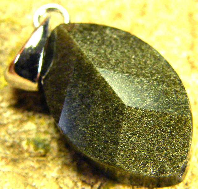 SHIMMERING PYRITE SILVER  PENDANT  6.70 CTS [SJ426]