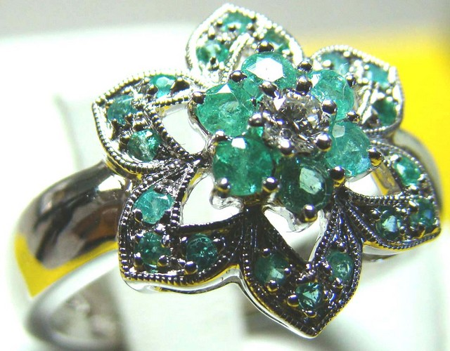 PARAIBA RING 18K WHITE GOLD 33 CTS D-19