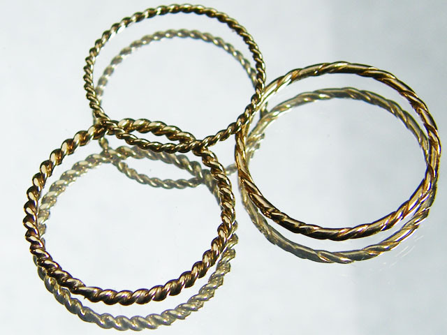 1.83 grams  3X ENGLISH MADE 9K TWISTED GOLD WIRE RING S  CO811