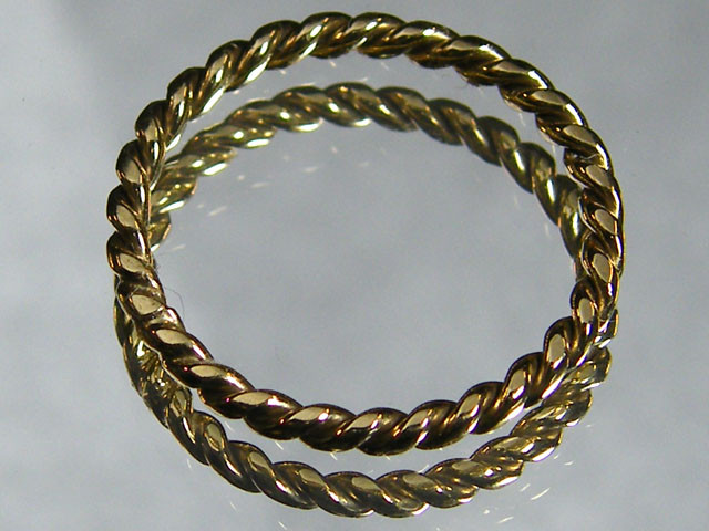 1.43 grams  ENGLISH MADE 9K TWISTED GOLD WIRE RING SIZE 21/2 CO807